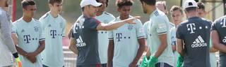 Niko Kovac (mit Kappe, 4.v.l.) wechselte im Sommer aus Frankfurt zum FC Bayern nach München