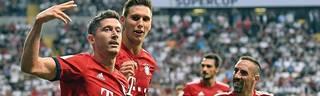 Robert Lewandowski (l.) schoss den FC Bayern mit drei Toren zum Supercup-Gewinn