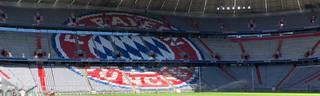 Das Logo des FC Bayern München nach dem Umbau der Allianz Arena