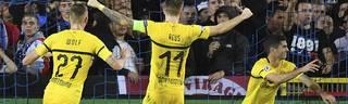 Christian Pulisic (r.) erzwang für den BVB den Treffer für drei glückliche Punkte