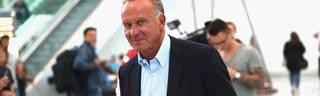 FC Bayern: Karl-Heinz Rummenigge verteidigt Pressekonferenz , Karl-Heinz Rummenigge auf dem Münchner Flughafen