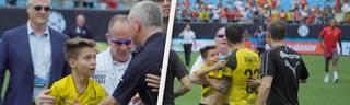 Christian Pulisic rettet kleinen Fan vor Security und macht ein Selfie