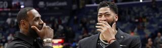 Anthony Davis (r.) wird künftig mit LeBron James in einem Team auflaufen