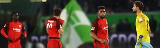 Enttäuschte Frankfurter nach dem Last-Minute-Remis in Wolfsburg