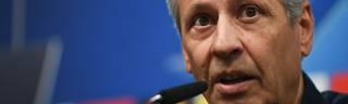 BVB-Trainer Lucien Favre spricht vor dem Spiel bei RB Leipzig