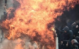 Der Gästeblock in Athen wurde Opfer eines Leuchtfackel-Wurfes