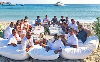 Kevin Trapp entspannt mit seinen Freunden am Strand