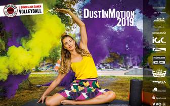 """Seit 21 Jahren posieren die Dresdner Volleyballerinnen für ihren beliebten Jahreskalender. Diesmal steht der Kalender unter dem Titel """"Dust in Motion"""""""