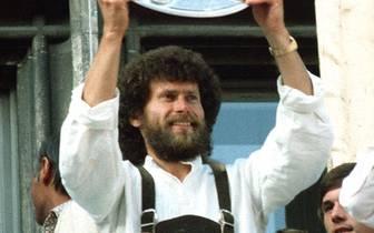 Weltmeister, Europameister, Deutscher Meister, Spanischer Meister, Fußballer des Jahres 1981 - Paul Breitner wird am Montag 60 Jahre alt und blickt auf zahlreiche Erfolge zurück. Doch auch außerhalb des Platzes sorgt der einstige Fußball-Revoluzzer für Au