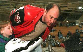 Mit diesen Tretern beginnt eine neue Ära in der NBA. 1984 unterschreibt ein gewisser Michael Jeffrey Jordan einen Ausrüstervertrag mit dem Sportartikelhersteller Nike. Fortan kommt Jahr für Jahr ein neuer Jordan Signature-Schuh auf den Markt