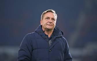 Horst Heldt hat sich für die Wortwahl seiner Schiedsrichter-Kritik entschuldigt