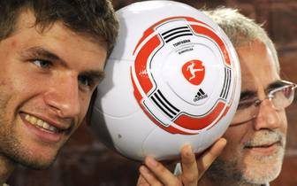 Germany's striker Thomas Mueller (L) and
