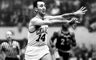 1959 stehen sich die Dauerrivalen zum ersten Mal in einem Finale gegenüber. Die Celtics gewinnen mit 4:0 und sorgen damit für den einzigen Sweep in der Finals-Historie gegen die Lakers. Es war der Startschuss zu acht Celtics-Meisterschaften in Folge. Bob Cousy führt Boston 1959 zum deutlichen Erfolg und wird 1971 in die Hall of Fame aufgenommen
