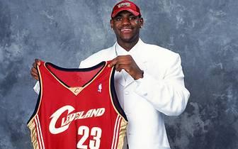 Sein Heimatteam, die Cleveland Cavaliers, holen ihn mit der ersten Wahl des NBA Drafts