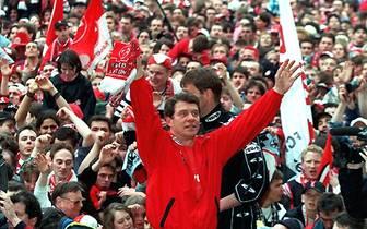 Als Kind der Bundesliga hat Rehhagel mit Abstand die meisten Einsätze als Bundesliga-Trainer (820). Zudem  wird er mehrfach Deutscher Meister - einmal sogar mit einem Aufsteiger, feiert DFB-Pokal-Siege und gewinnt den Europapokal der Pokalsieger
