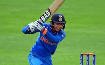 SMRITI MANDHANA spielt Cricket im Nationalteam von Indien