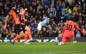 Manchester City v FC Shakhtar Donetsk - UEFA Champions League Group F: Schwalbe von Raheem Sterling