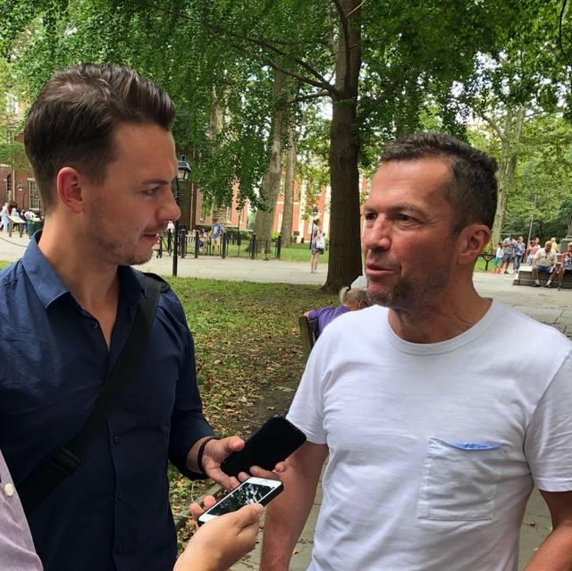 SPORT1-Reporter Florian Plettenberg (l.) in den USA beim Pressetermin mit Lothar Matthäus