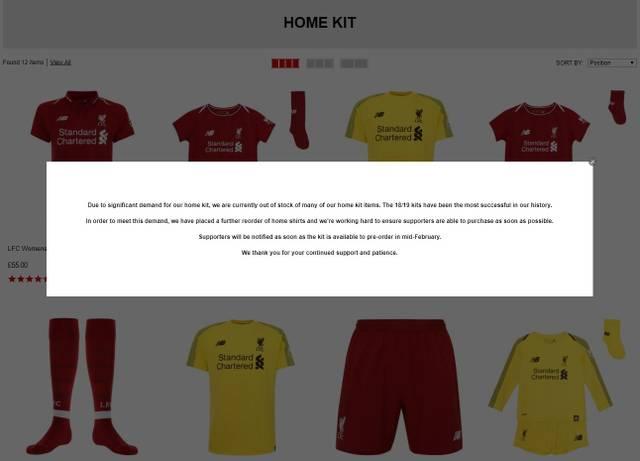 Auf der offiziellen Liverpool-Homepage sind Heimtrikots derzeit nur schwer erhältlich