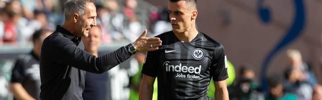 Adi Hütter (l., mit Filip Kostic) holte in der englischen Woche vor der Länderspielpause drei Siege