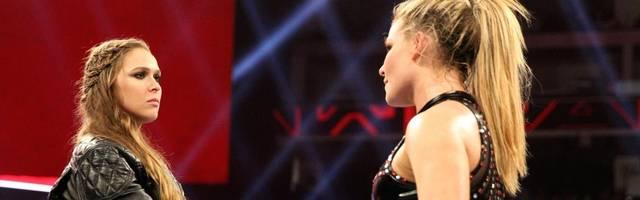 Ronda Rousey (l.) setzt ihren Titel bei WWE RAW an Weihnachten gegen Natalya aufs Spiel