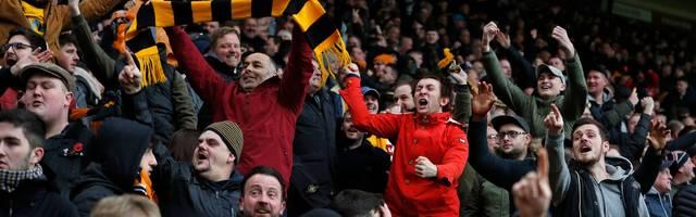 Premier League: Wolves-Fan kassiert Stadionverbot wegen Kuchenwurf