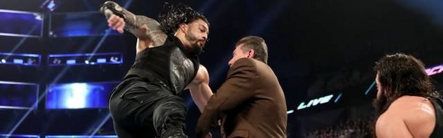 WWE-Boss Vince McMahon (M.) ließ sich zuletzt bei SmackDown von Roman Reigns verprügeln