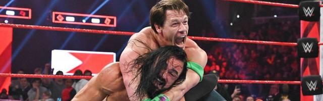 John Cena (o., mit Drew McIntyre) soll sich bei WWE RAW verletzt haben