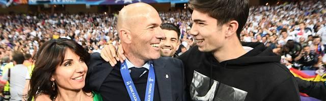 Zinédine Zidane (M.) mit seiner Gattin Véronique (l.) und Sohn Théo