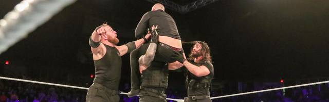 Dean Ambrose (l.) gewann sein letztes WWE-Match mit The Shield