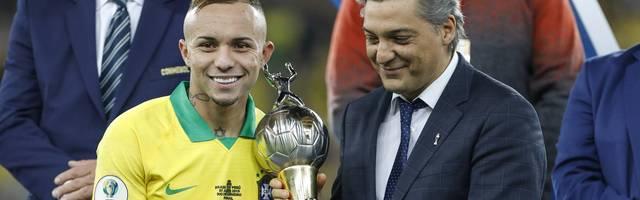 Éverton (l.) wurde nach dem brasilianischen Triumph bei der Copa America als bester Spieler und bester Torschütze des Turniers ausgezeichnet