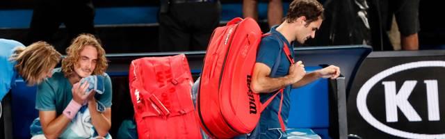 Roger Federer (r.) unterlag im Achtelfinale der Australian Open überraschend Stefanos Tsitsipas