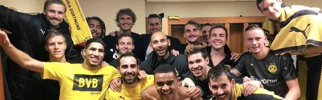Der BVB feiert durch das 2:0 bei der AS Monaco überraschend noch den Sieg in der Gruppe A. In der Kabine ist die Stimmung dementsprechend gelöst - und auch ein Tennis-Star feiert mit: Alexander Zverev freut sich mit den Dortmundern