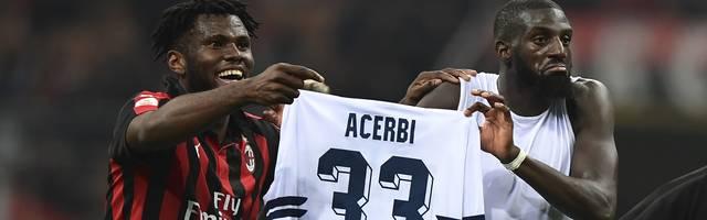 Franck Kessie (l.) und Tiemoue Bakayoko bejubelten ein Tor für den AC Mailand sehr provokant