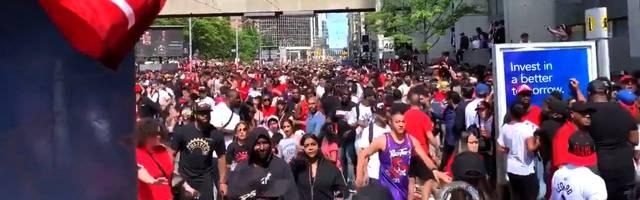 NBA: Während der Titelfeier der Toronto Raptors fallen Schüsse