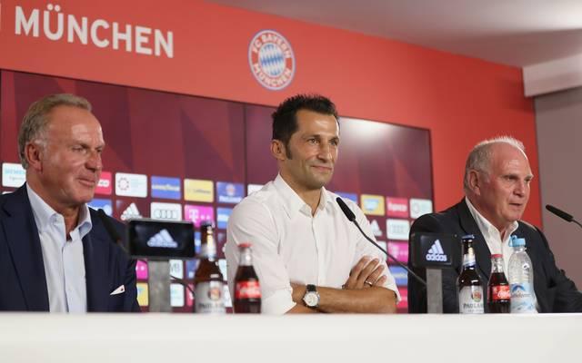 Karl-Heinz Rummenigge (l.) ist seit 2002 Vorstandsvorsitzender beim FC Bayern
