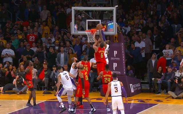 NBA: LeBron James siegt knapp mit den LA Lakers und gibt sich in Dunking-Laune