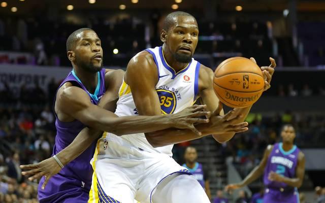 Kevin Durant gelang beim Sieg der Golden State Warriors gegen die Charlotte Hornets sein erstes Triple-Double dieser NBA-Saison
