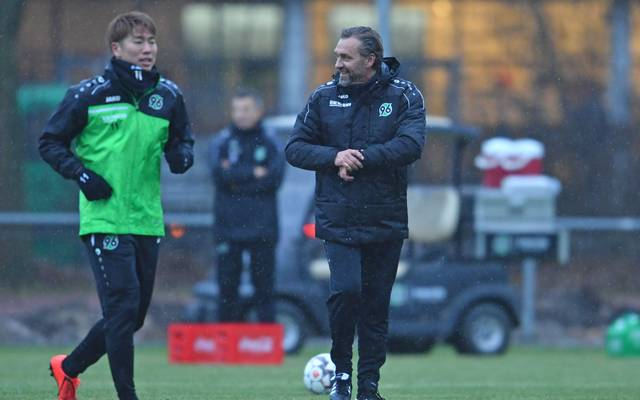 Hannover 96 Training Session mit Thomas Doll