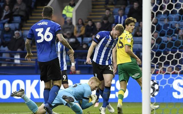 Timm Klose (r.) und Norwich City dürfen sich künftig auf mehr TV-Geld freuen