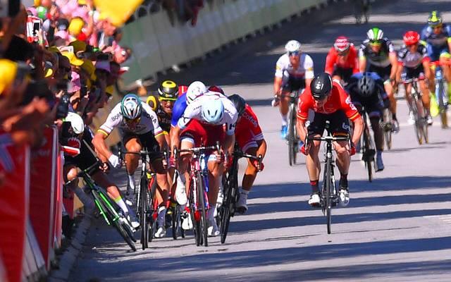 Peter Sagan (2.v.l.) sorgte mit seinem Rempler gegen Mark Cavendish (l.) für einen Skandal