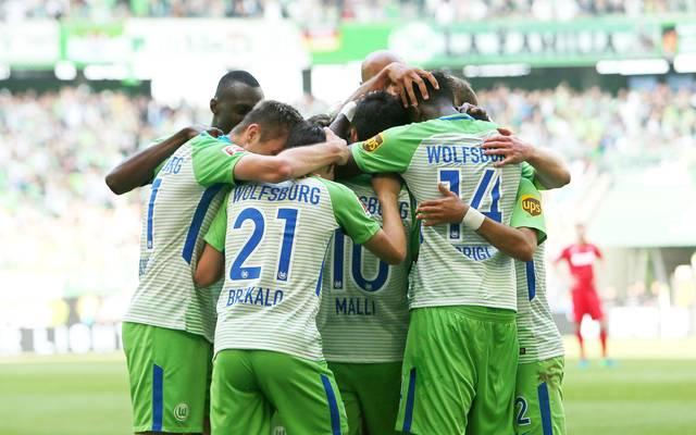 Der VfL Wolfsburg kämpft gegen Holstein Kiel in der Relegation um den Klassenerhalt in der Bundesliga