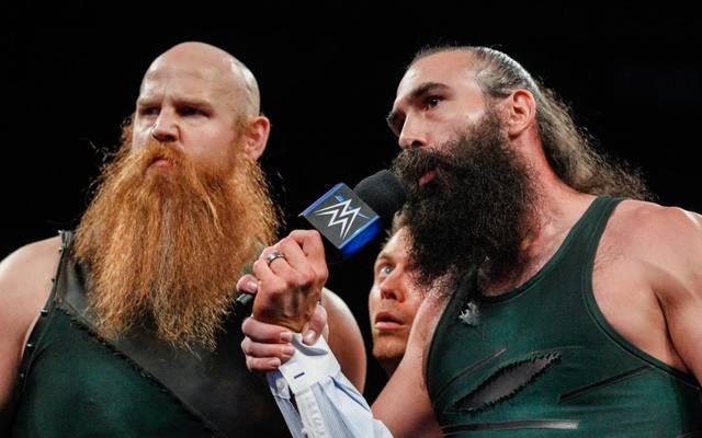 WWE SmackDown Live: Kane half Daniel Bryan gegen die Bludgeon Brothers Rowan (l.) und Harper