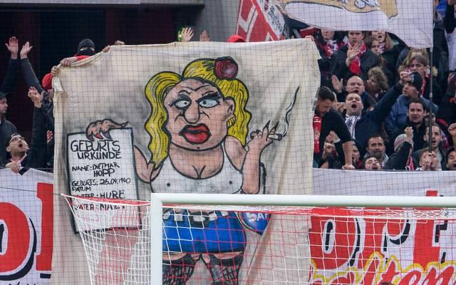 Beim Spiel Köln gegen Hoffenheim wurde unter anderem dieses Plakat gezeigt