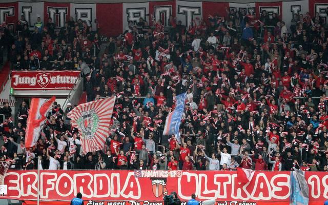 Die Fans von Rot-Weiß Erfurt müssen sich auf den Abstieg aus der 3. Liga einstellen