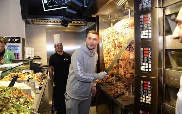 Lukas Podolski besitzt einen Dönerladen in Köln