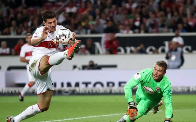 Mario Gomez (l.) vergab gegen Düsseldorf einige Torchancen