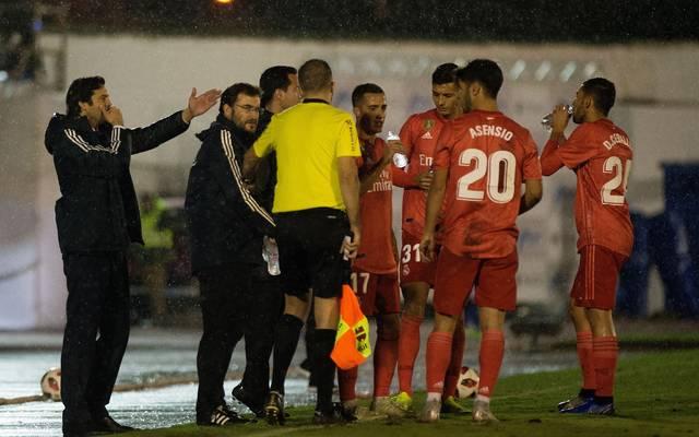 Santiago Solari (l.) feierte einen klaren Sieg zum Einstand auf der Real-Trainerbank