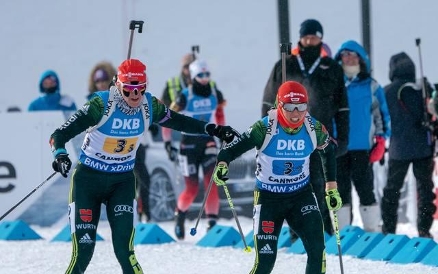 Denise Herrmann (l.) und Laura Dahlmeier hatten mit eisigen Temperaturen zu kämpfen
