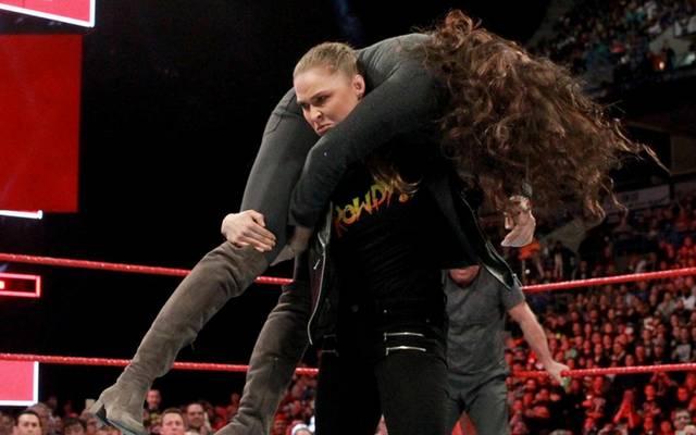 Ronda Rousey trifft bei WrestleMania auf die WWE-Bosse Triple H und Stephanie McMahon